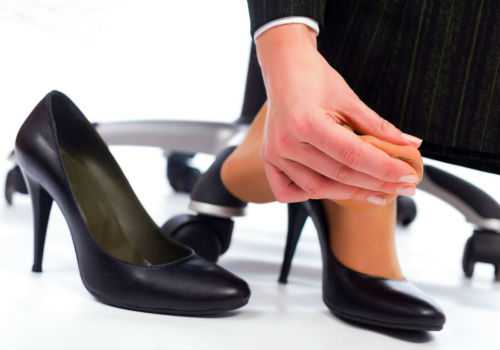 Как разносить обувь, которая жмёт, что поможет: