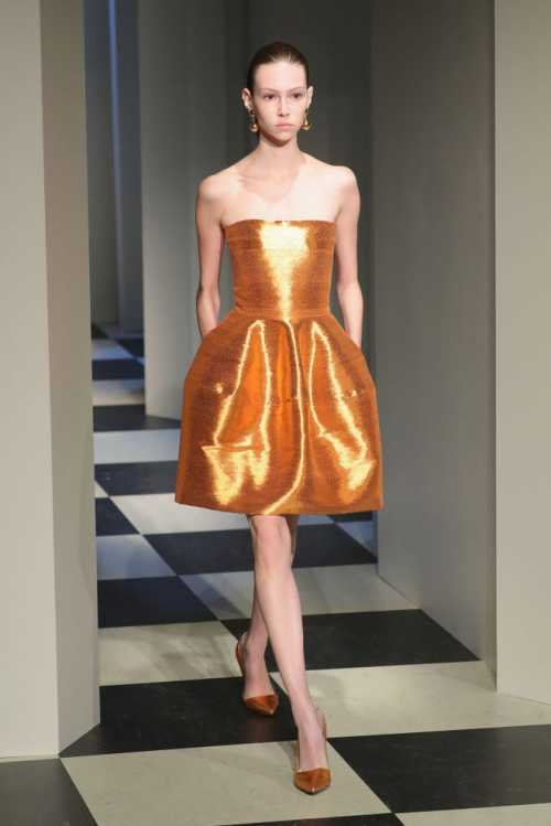 Тренд 2018 року: одяг з металевим відливом