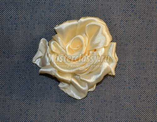 Вышивка лентами: абажур Три белые розы