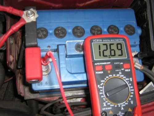 Как замерить емкость батарейки мультиметром