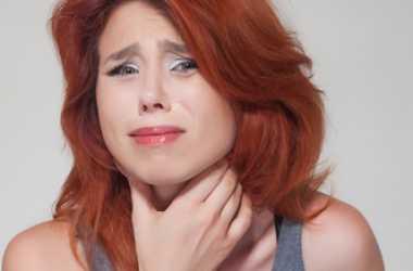 От першения в горле, сопровождаемого воспалением и покраснением, есть множество рецептов, которые можно приготовить в домашних условиях