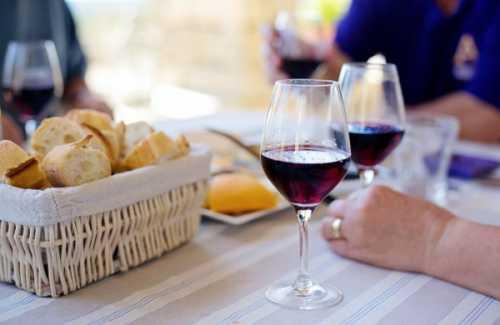 Полезные свойства сухого вина, возможный вред,