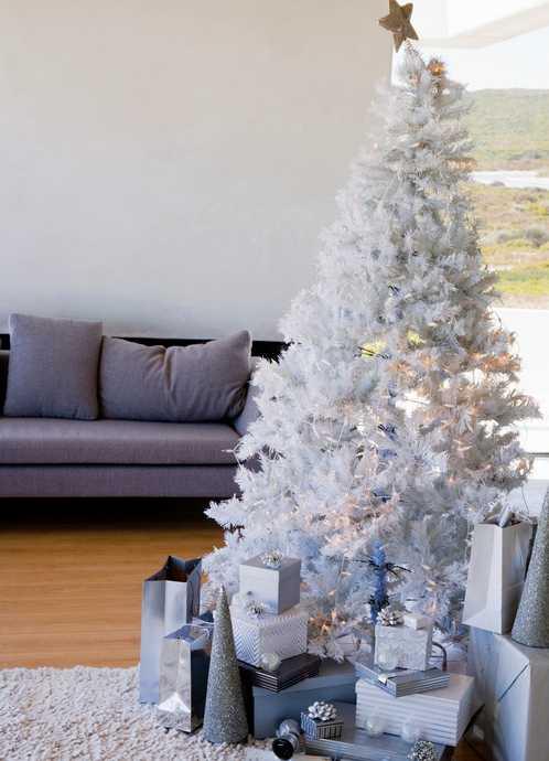 Белая елка в интерьере